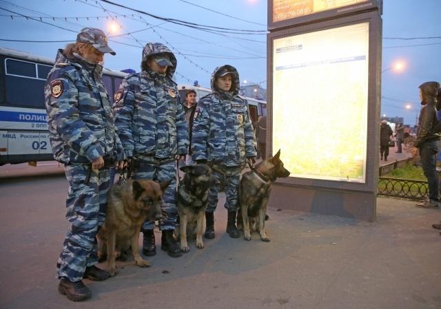 У метро «Пражская» в Москве начались задержания, 15 октября 2013: Фото