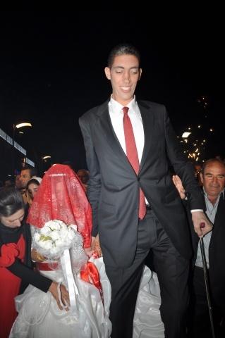 Самый высокий человек в мире Султан Косен: Фото