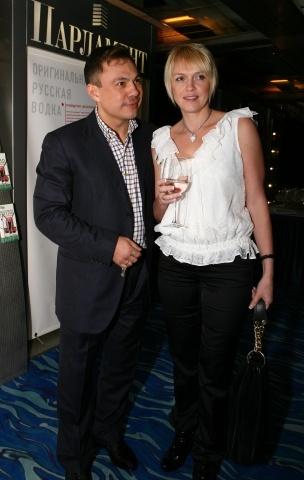 Костя Цзю с женой Натальей: Фото