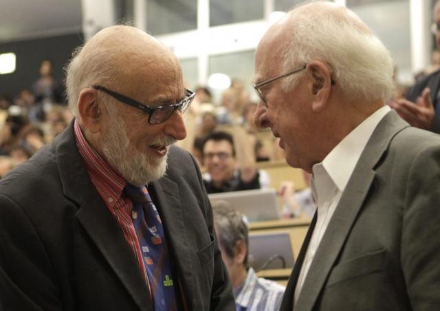 Нобелевская премия по физике 2013 вручена за открытие бозона Хиггса: Фото