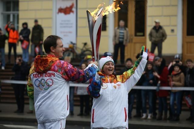 Петербургский этап эстафеты Олимпийского Огня 27 октября 2013 года Фото Trend : Фото