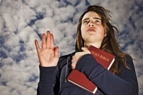В Британии могут исключить клятву на Библии из процесса присяги в суде