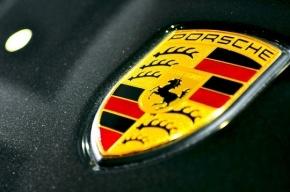 В Москве грабитель на Porsche украл полмиллиона, выстрелив в лицо мужчине
