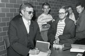 В США скончался писатель Том Клэнси