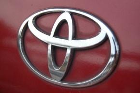 Водитель Toyota погиб в Петербурге, заехав под грузовик