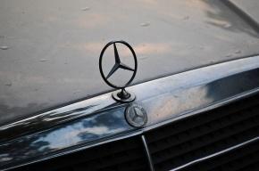 В Москве водитель Mercedes с номером 777 обстрелял почтовую машину