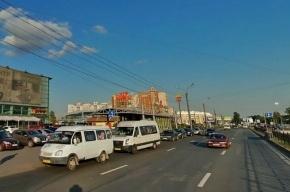 В Петербурге маршрутка сбила женщину на остановке