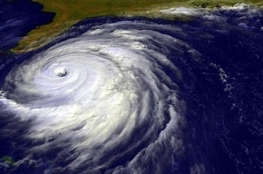 В Индии из-за мощного урагана эвакуировали полмиллиона человек
