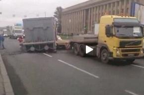 «Силовые машины»: На Заневском с грузовика упала крышка паровой турбины
