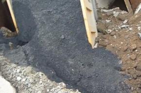 В Оренбургской области самосвал провалился под асфальт на 6 метров