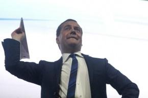 Медведев повысил стипендии студентам и аспирантам российских вузов