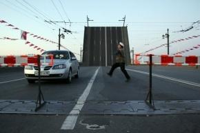 Пролеты Тучкова моста заклинило ночью во время сведения