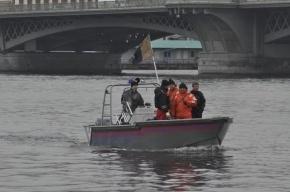 Петербургские спасатели ищут упавшего в Неву сотрудника ЗакСа