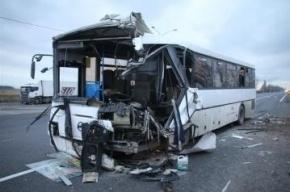 Три человека погибли при столкновении автобуса и фуры в Ленобласти