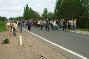 Люди перекрыли трассу М-18, протестуя после гибели девушки в ДТП