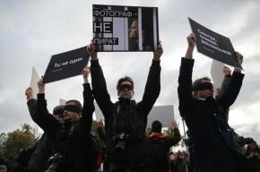 В Петербурге фотографы провели акцию в поддержку Дениса Синякова