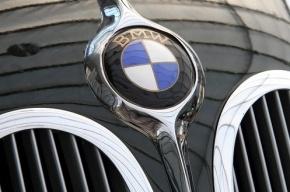 В Приморском районе BMW Х5 вылетел на тротуар и сбил двух пешеходов