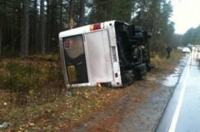 В Ленобласти перевернулась маршрутка, три человека пострадали