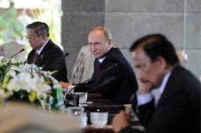 Путин с китайскими товарищами выпил водки и закусил тортом