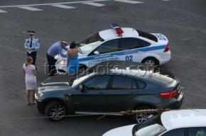 В Москве пьяный водитель угнанной машины врезался в остановку