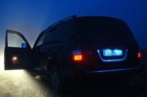 В Сыктывкаре внедорожник протаранил 10 припаркованных машин