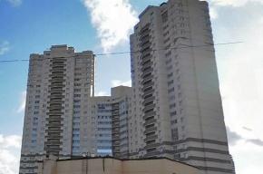 В Петербурге мужчина оставил в кармане записку и прыгнул с 19 этажа