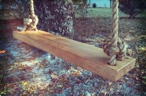 В Забайкалье девочка погибла, запутавшись в веревках качелей