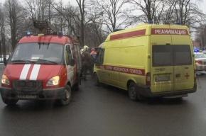 Toyota влетела в стену на Садовой улице Петербурга