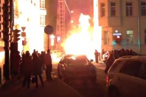 На Патриарших прудах в центре Москвы загорелась газовая труба