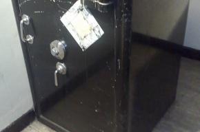 Полицейские поймали безработного, укравшего сейф в ТК «Пик»