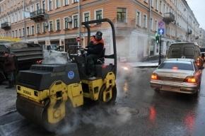 12 автомобилей разбились из-за ям на Свердловской и Арсенальной набережных