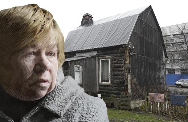 В Петербурге пенсионерка 40 лет живет в доме-развалюхе и не может добиться от власти квартиры