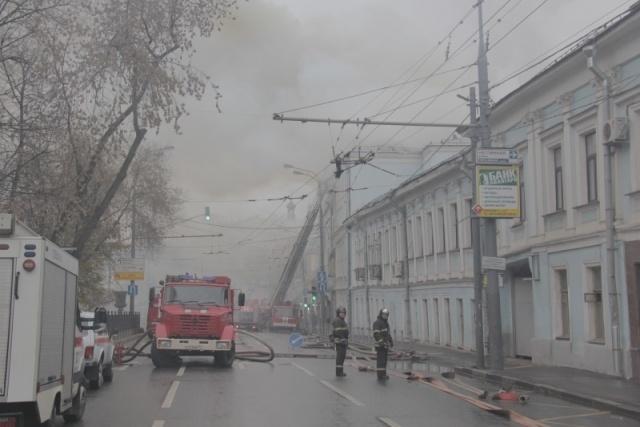 """Пожар в здании театра """"Школа современной пьесы"""" 3 ноября 2013 года: Фото"""