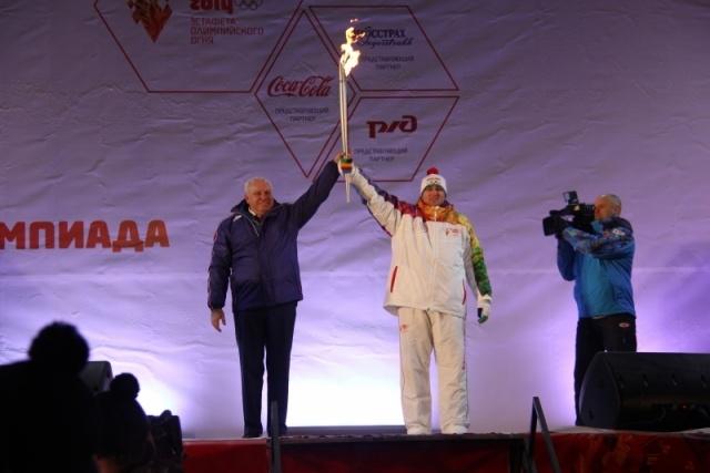 Олимпийский факелоносец из Хакасии загорелся во время эстафеты: Фото