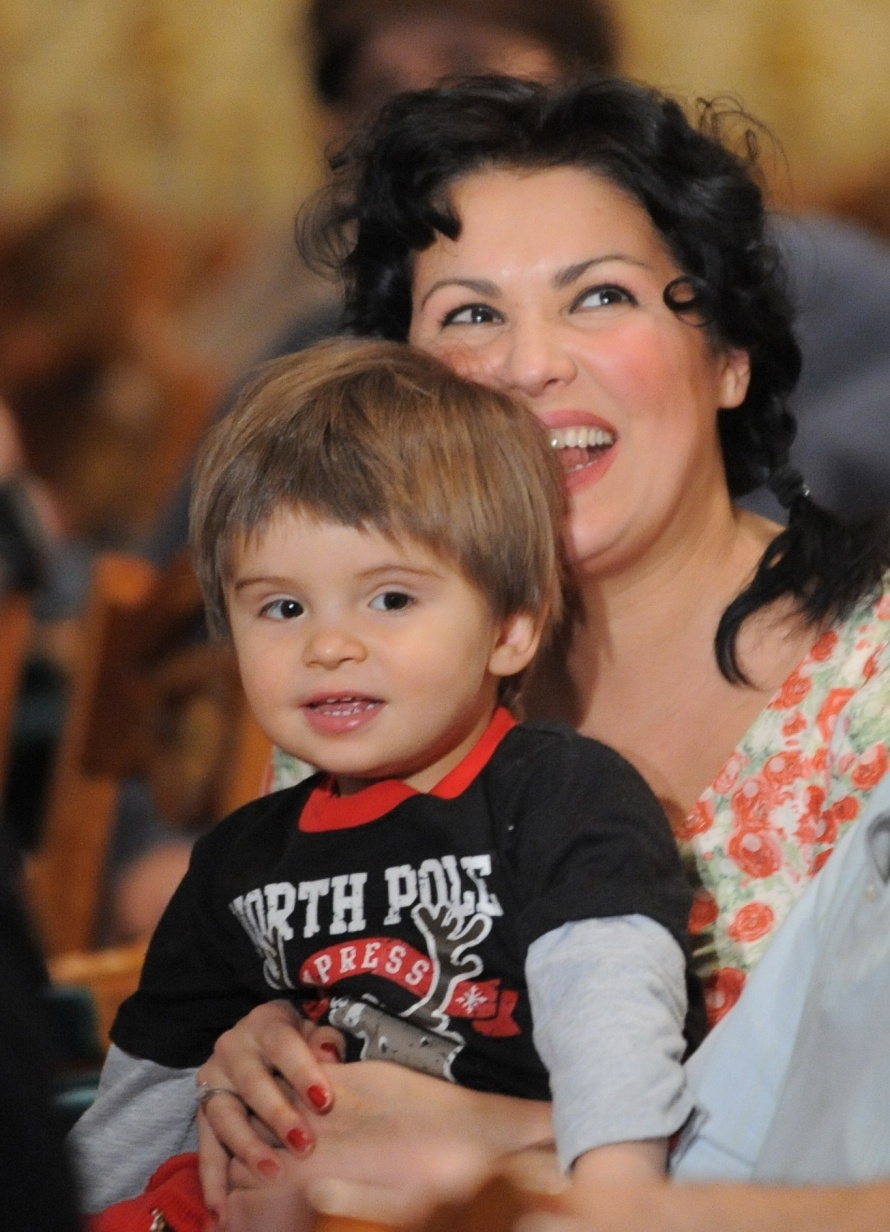 Анна нетребко семья дети фото