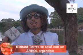 В Аргентине защитник природы женился на дереве