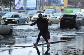 Водоканал локализовал разлив воды на Ленинском проспекте