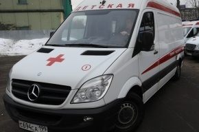 Пять человек пострадали при столкновении трех машин в Петербурге