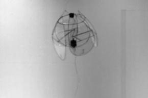 Летающего робота-медузу создали из проволоки и кусочков пластика