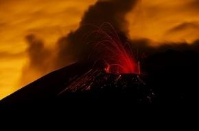 Извержение вулкана подарило Японии новый остров