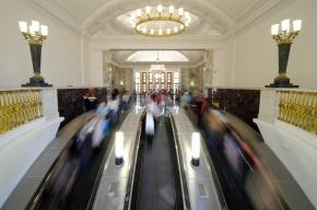 В столичном метро пассажиры избили полицейского за замечание