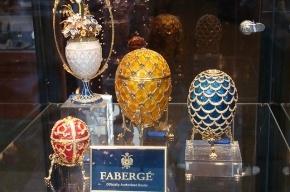 В Петербурге из квартиры вынесли икону и пасхальные яйца