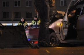 В Ломоносовском районе иномарка сбила женщину на остановке