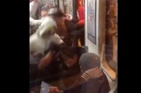 В сети появилась запись драки в метро «Удельная»