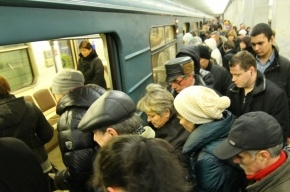 Две станции петербургского метро закрыты из-за сломавшегося состава