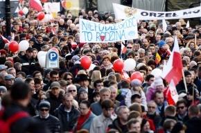 Польская полиция задержала хулиганов, атаковавших посольство России