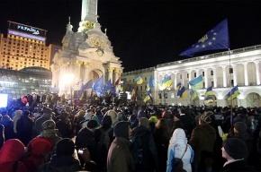 В Киеве около 200 протестующих забаррикадировались на территории Михайловского собора.