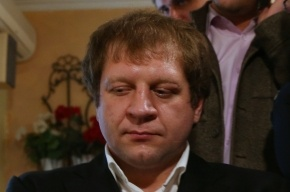 Емельяненко сняли с боя за пьяный дебош на борту самолета