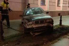 Пьяный водитель врезался в стену дома на Невском, уходя от погони