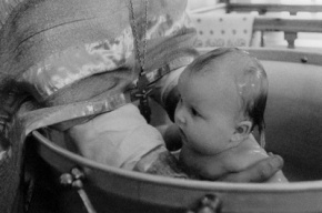 РПЦ предлагает не крестить суррогатных детей